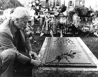 Elvis Presley Grave - Elvis Grave at Graceland